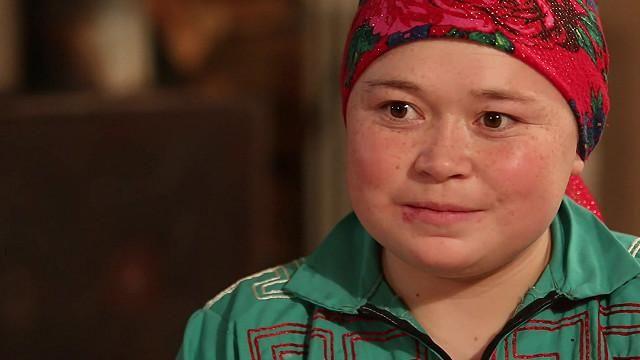 Lubov Russkina tiene 22 años y forma parte de una tribu que cría renos en los gélidos bosques de Siberia. Fue a la escuela y sabe usar internet, pero se siente más feliz continuando con esta antigua forma de vida.