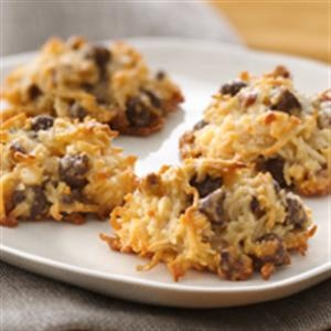 salted caramel coconut macaroons w/ chocolate chips & pecans (like a ...