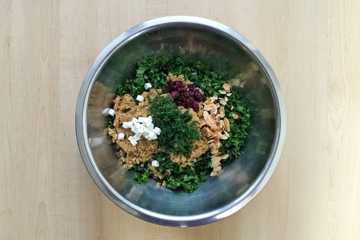 Salde de Kale Mariné au Miel avec Amandes Grillées et Canneberges Séchées