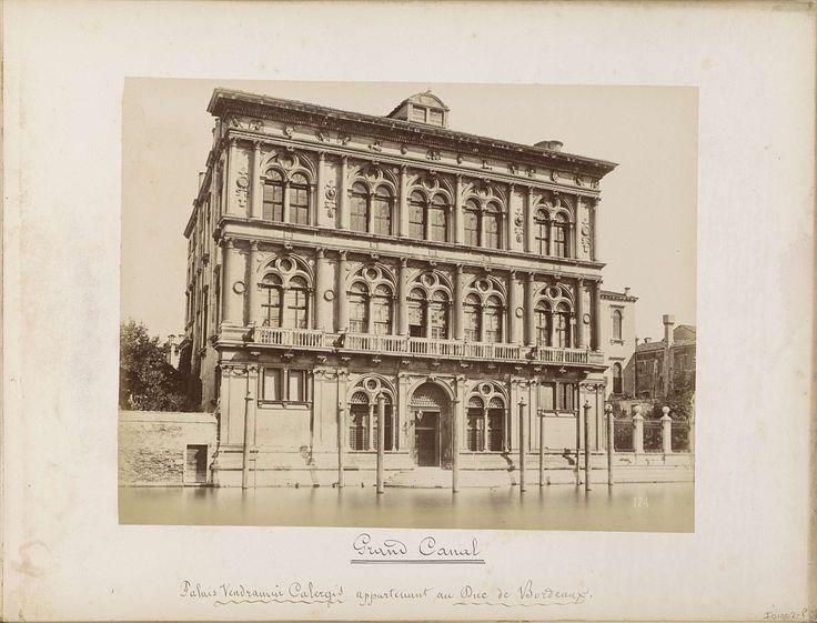 Carlo Ponti | Palazzo Vendramin-Calergi aan het Canal Grande in Venetië, Carlo Ponti, 1860 - 1881 | Onderdeel van Topografisch album van Venetië 1881.