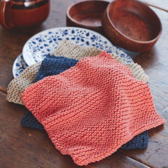 Speciaal voor beginners: een vaatdoek breien in ribbelsteek. Dit patroontje bestaat uit 3 stappen en kun je met een restje garen doen. Kan niet misgaan!