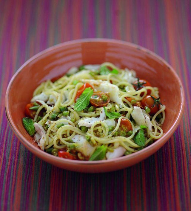 Spaghettini con ragù di orata e ortaggi alla menta Ricetta di Grazia balducci Foto di Luca Colombo Tratta dalla rivista Cucina Naturale