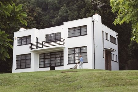 Starlock, Rye, Sussex (1929) by Frank Scarlett. One of the first International Modern style houses built in Britain, this building is Grade ...