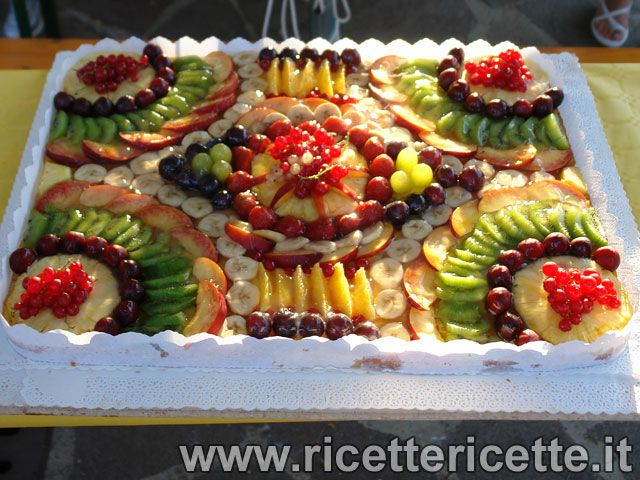 17 best images about torte decorate con la frutta on for Composizione di frutta fresca
