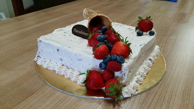 Sims Cake Shop: Bolo de frutos silvestres com semifrio de frutos s...