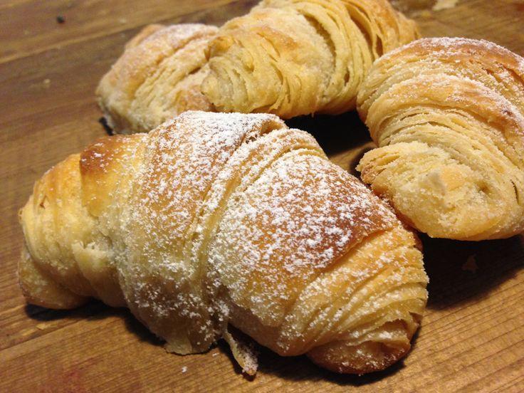 i cornetti del bar sono dei croissant sfogliati a lievitazione naturale da farcire con quel che piace