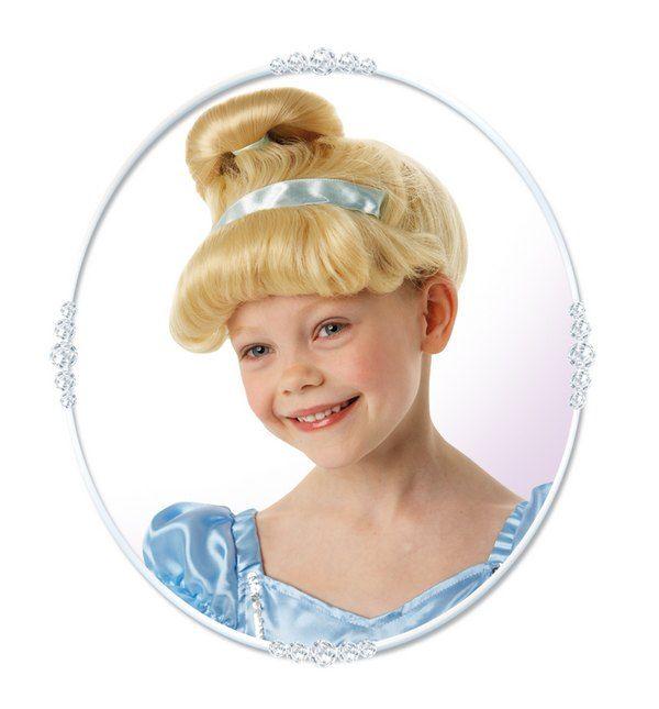 Disney Tuhkimo peruukki. Lasten Disney Tuhkimo-peruukki on lisensoitu Disney-tuote.