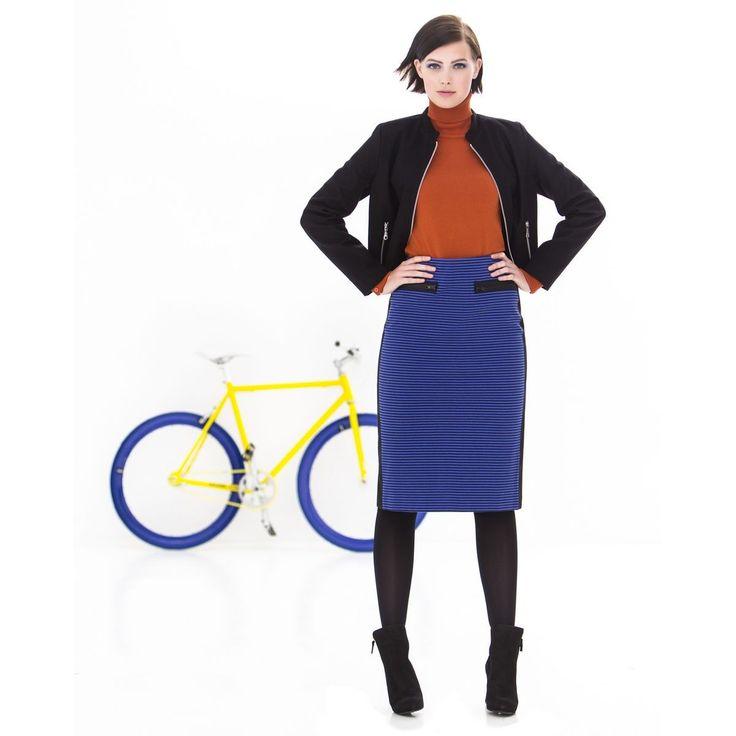 Deze rok is een comfortabel kokermodel van stevige tricot.