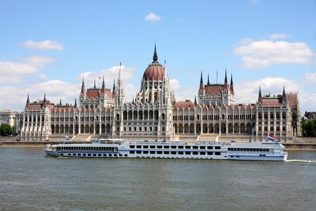 Budapest Parliament. Danube River Cruise. photo: all-travel com #Budapest