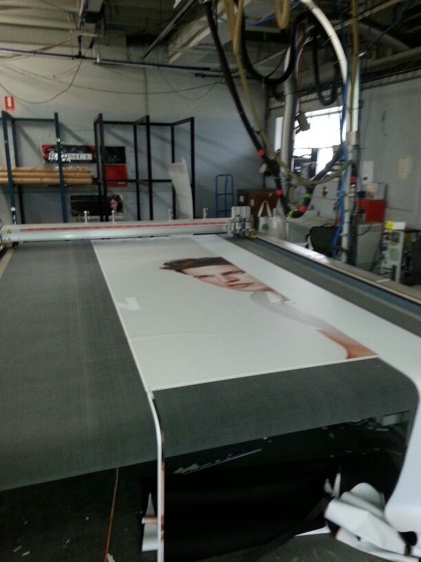 Cutting bed for mag receptive prints