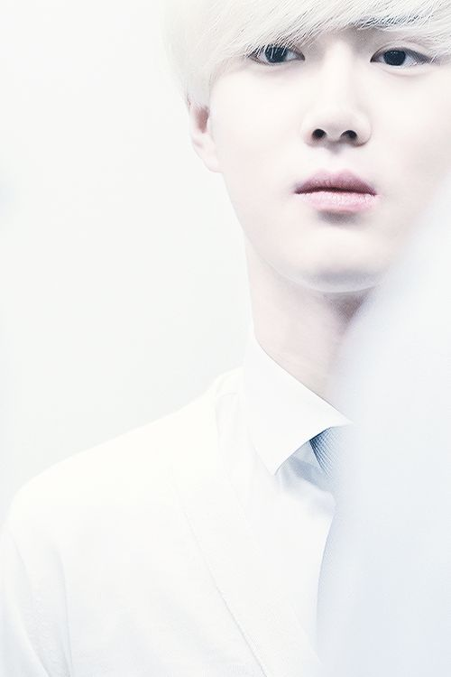 Suho is glowing with some angelic aura around him!!!!