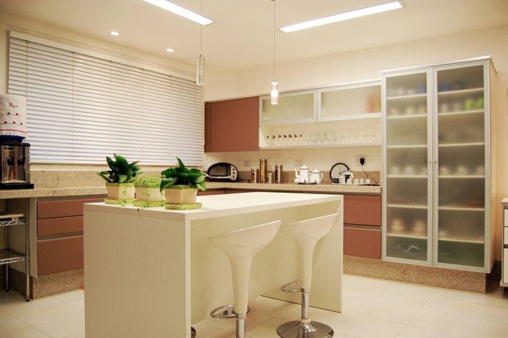50 Ideas of Central White Kitchen Kitchen of Modern Design