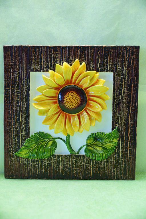 Декоративное настенное панно с изображением яркого цветка-