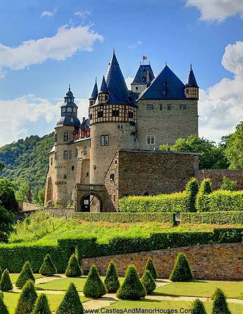 Schloss Bürresheim (Castle Bürresheim), near Mayen, Rhineland-Palatinate, Germany.  www.castlesandmanorhouses.com