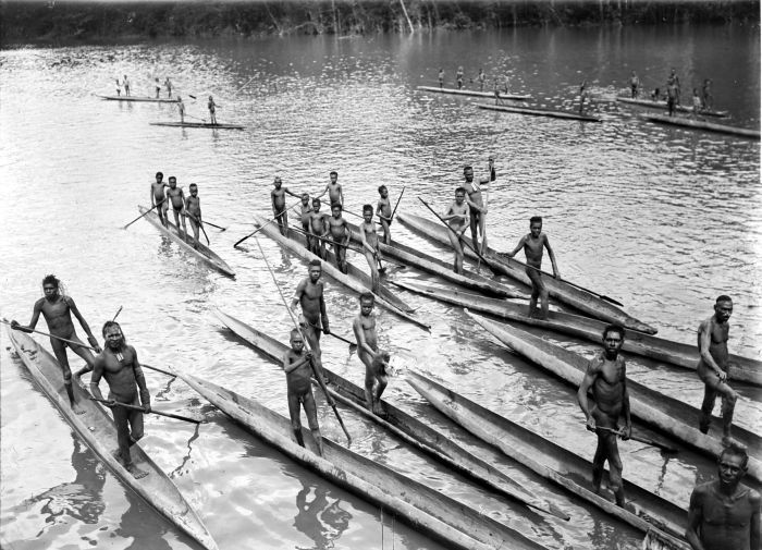Black and White photo of Papuans on the Lorentz River in Western New Guinea - modern-day West Papua - during the 3rd South-New-Guinea expedition of 1912-13