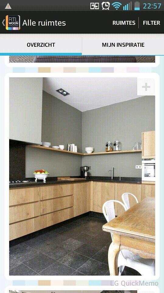 Super mooie keuken gaaf met die plank vanaf de schouw en opstaande plint bij aanrecht wonen - Keukenplan op de eetkamer geopend ...