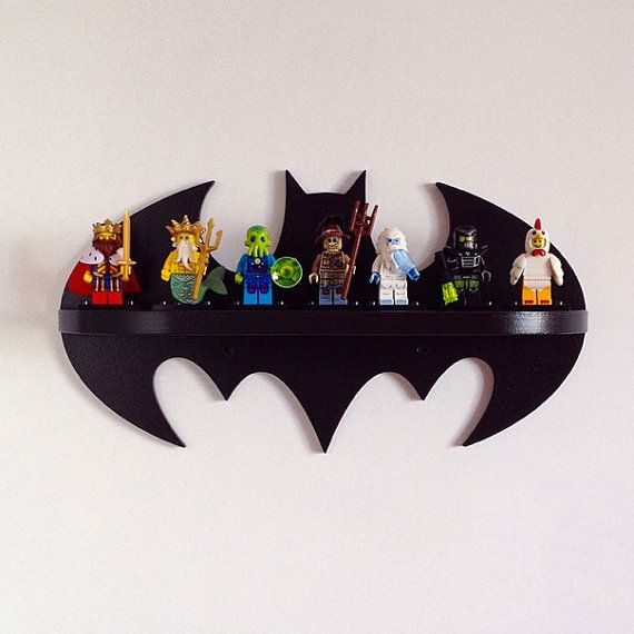 He encontrado este interesante anuncio de Etsy en https://www.etsy.com/es/listing/237372542/wooden-shelf-batman
