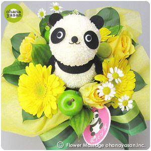 キュート!ポンポンマム(菊の花)で出来たパンダのフラワーアレンジメント。Cute! An animal doll made with chrysanthemums.