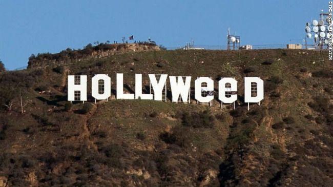 """Come Hollywood diventa Hollyweed... - Ed ecco che la famosa scritta """"Hollywood"""", che primeggia sulle colline sopra Los Angeles, è stata vittima di uno scherzo di capodanno. Da """"Hollywood"""" è stata trasformata in """"Hollyweed""""! - Read full story here: http://www.fashiontimes.it/2017/01/hollywood-diventa-hollyweed/"""