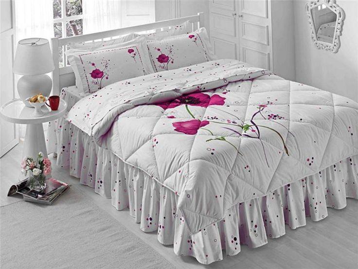 Tatlı Rüyalar... Güzellik uykunuzun daha güzel olması için tasarlanan Ranforce Uyku Setleri, yorgan, yatak çarşafı,desenli ve sade olarak iki adet çift kişilik yastık kılıfı,  düğmeli iç nevresim ve baza eteğiyle size tatlı uykular diliyor. Ebat : Çift Kişilik Yorgan : 195 x 215 cm Yorgan Çarşafı : 200 x 260 cm Çarşaf : 240 x 260 cm Yastık Kılıfı : 50 x 70 cm (2 Adet) Volanlı Yastık Kılıfı : 50 x 70 cm (2 Adet)