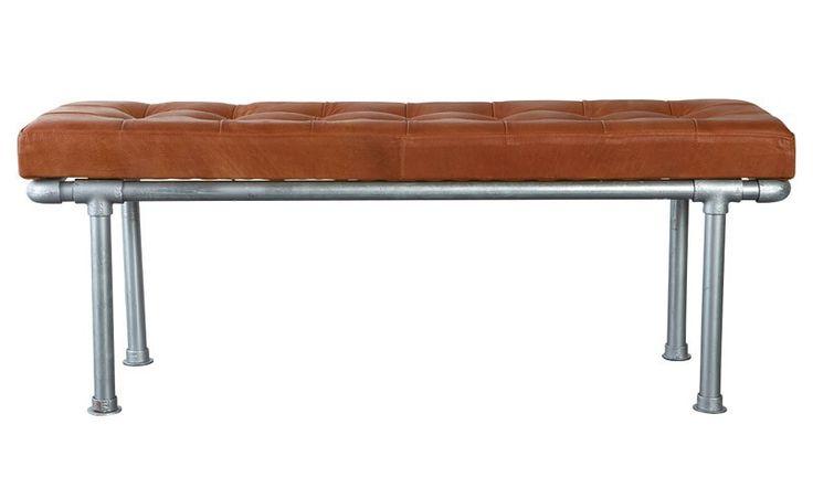 House Doctor Addition Bench - Rå bænk til entreen. Læderet kombineret med knappe-detaljen giver bænken et vintage look. Kan også fås som skammel. Produktet er fremstillet af galvaniserede rør, krydsfinér, polyskum og bøffel læder.&nbspVarenummer: HO00219