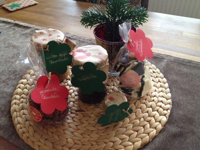 Dieses liebevoll zusammengestellte Paket hat Anna auf die Reise geschickt. Drin waren Tofitella, weihnachtliche Apfelmarmelade, Glühweingewürz, gebrannte Mandeln und Bruchschokolade!