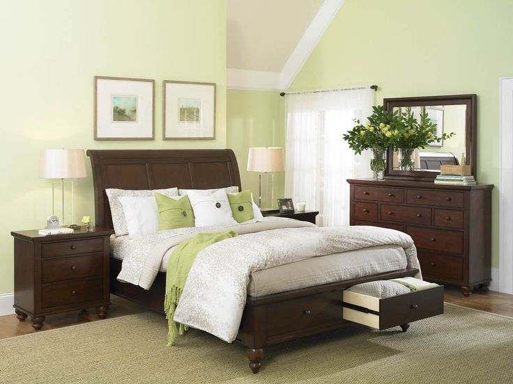 green accents tie in the wall color without making the color choice overwhelming - Interior Bedroom Design