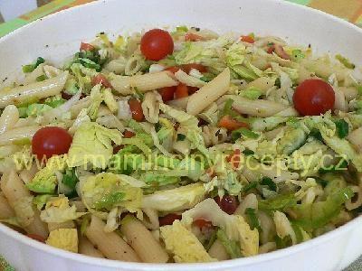 Těstovinový salát s pórkem