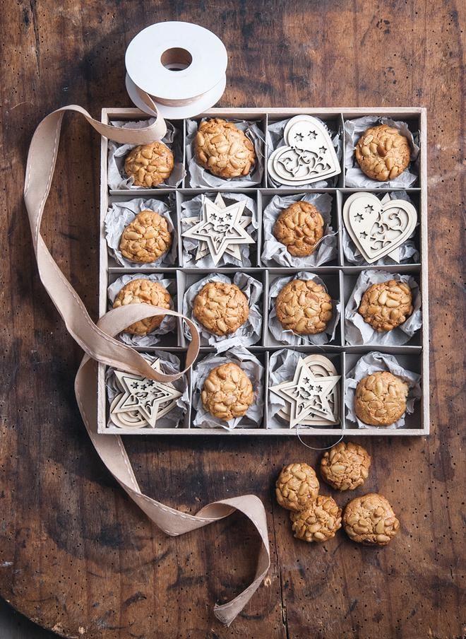 Μπισκότα με κουκουνάρι και θυμάρι