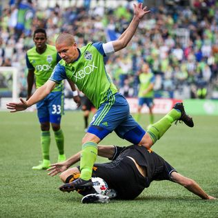 Sounders await word on whether Osvaldo Alonso knee sprain is actually more serious