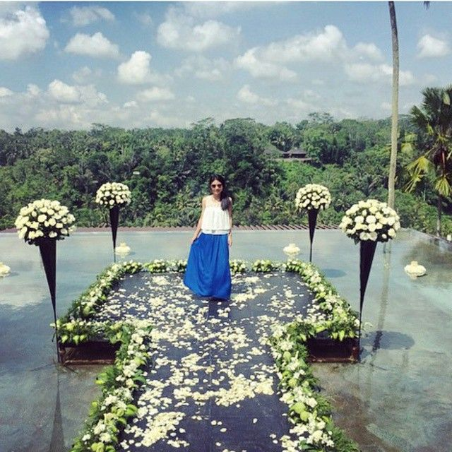 Beautiful bride at kupu kupu barong ubud bali great pic by :@dzlinn || Book your #villa #hotel #accommodation with us get the best rate offers. for futher inquiries email...