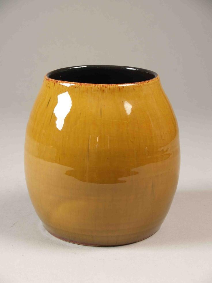 Bol gerekte vaas met okerkleurig loopglazuur, intern een zwart glazuur  Vervaardiger:Blanken, Gerrit de  Soort object:vaas  Vervaardigingsdatum:1955 - 1961