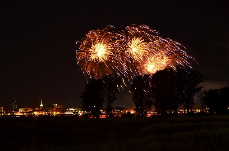 Fireworks by Christopher Sauvageau on 500px