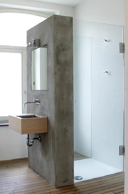 Badkamer met betonnen afwerking.