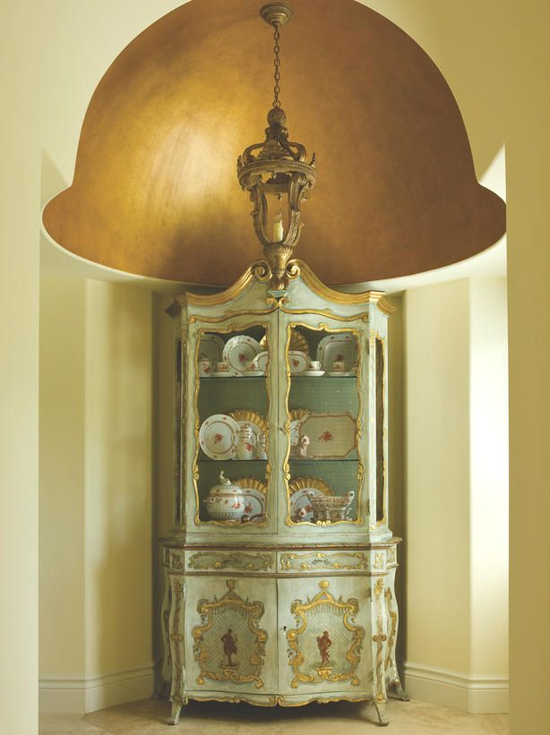 A wash of gold bring dramatic flair to this traditional cupola.   http://www.hgtv.com/designers-portfolio/room/traditional/entryways/3064/index.html#?soc=Pinterest
