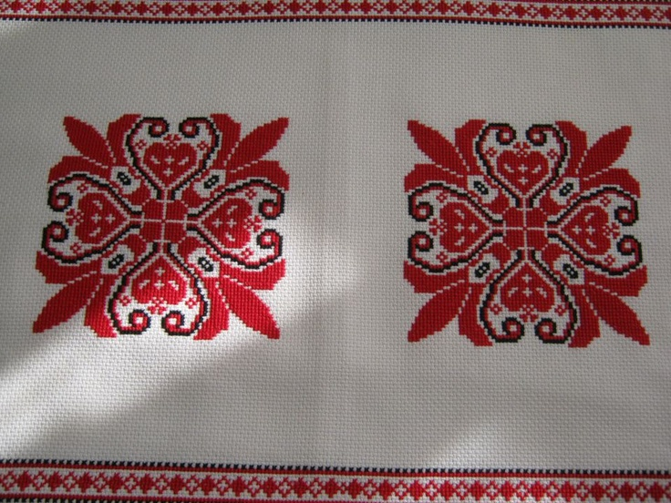 Piros terítő by http://www.breslo.hu/latinka/shop