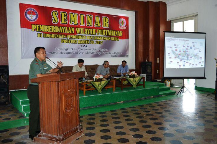 Dandim 0601/Pandeglang Letkol Inf. Fitriana Nur Heru Wibawa, sebagai nara sumber pada seminar Tentang Pertahanan Negara dilingkungan Pendidikan dan Lingkungan Kerja