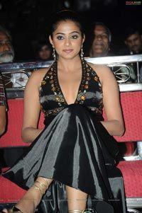 Priyamani at Lux Sandal Cinemaa Awards 2011