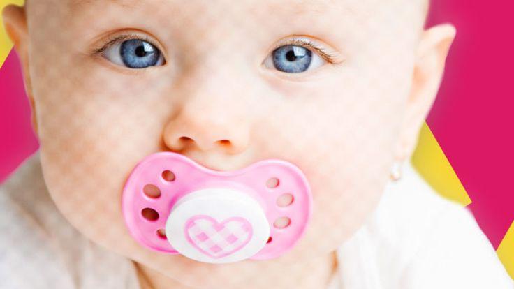 Informiere Dich hier, welche Auslöser es für das Daumenlutschen gibt und ab wann Du Deinem Kind das Daumenlutschen abgewöhnen solltest.