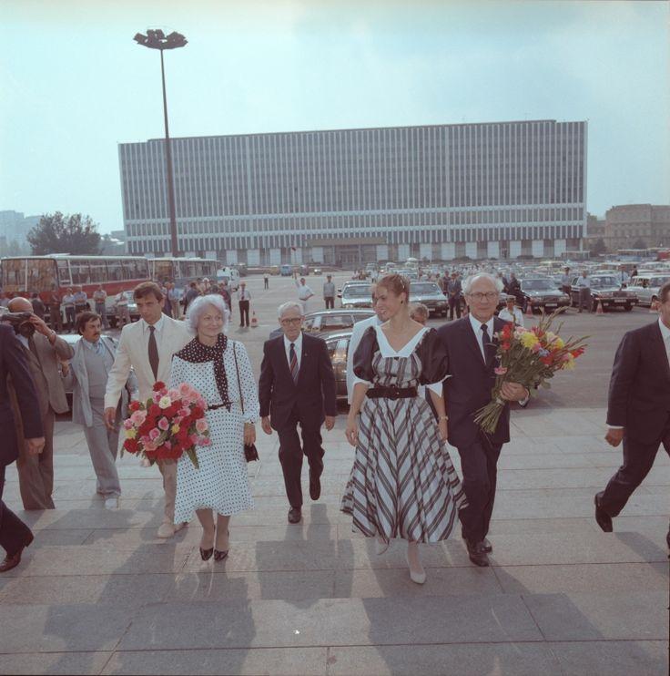 Ankunft von Margot und Erich Honecker, Willi Stoph, Lutz Heßlich und Katharina Witt zum Sportlerball, 1984