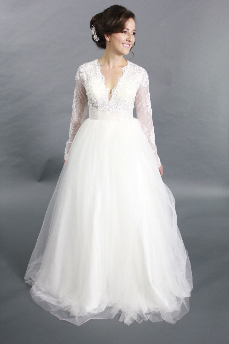 Long Sleeves Lace Applique Ballgown V neck wedding dress