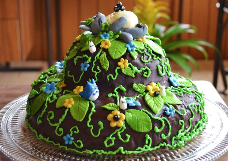 We have watched My Neighbour Totoro recently. It was fun, and Liska thought it would be also fun to make a Totoro cake. It turned out to be very suitable for spring: with flowers sprouting, while the spirit of the forest is still sleeping