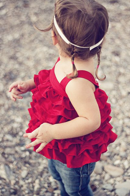 DIY Baby in Red Ruffles by nomansland #Baby #Ruffle_Top #nomansland This site has some ADORABLE clothing patterns