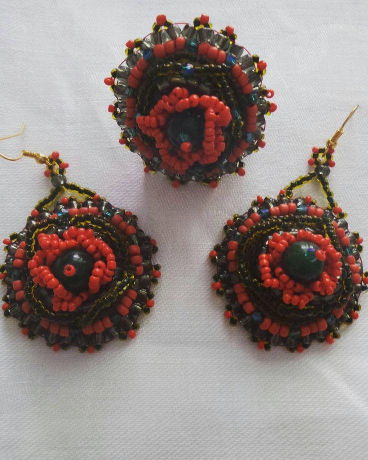 Orecchini e Anello embroidery con perla di Giada ,cristalli Swarovski e perline di alta qualità. di DSBestartbijoux su Etsy