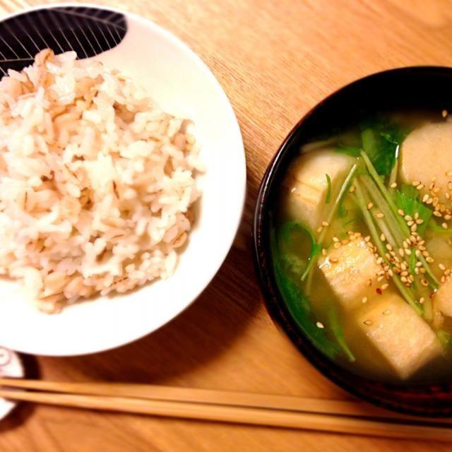麦御飯て、時々食べたくなる(・ω・)) - 49件のもぐもぐ - 押麦御飯、水菜とお麩の味噌汁 by cmry