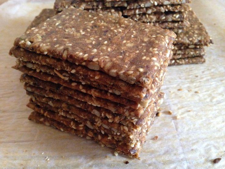 Ezt a svéd ropogós kenyér receptet Siklósi Adriennek köszönhetem, ugyanis Ő sütötte és osztotta meg