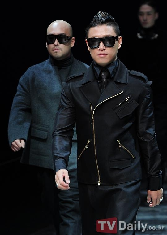 Really nice pic of Gary and Gil modelling for Lee Ju-Young at Seoul Fashion Week 2012.
