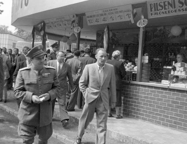 1948. Mezőgazdasági kiállítás, Farkas Mihály, Vas Zoltán és Kádár János