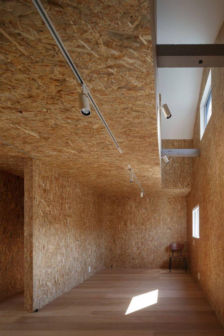 OSB walls in minimal Korean home by アトリエ スピノザ