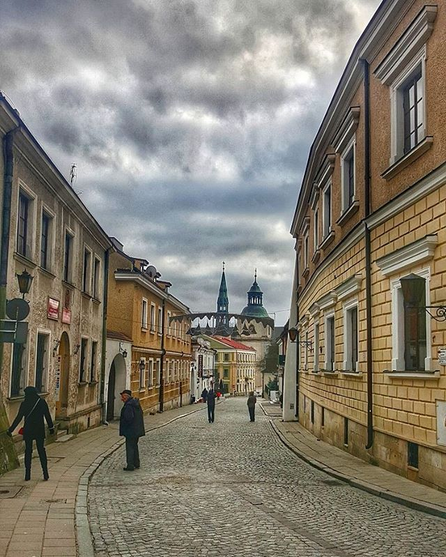 long walk back  #Sandomierz #travel #street #streetphotos #iseeplaces #travelphotography #worldinmotion #allaroundtheworld #postcardsfromtheworld #arountheworld #worldplaces #traveltheworld #travelgram #travelphoto #picoftheday #oldtown #photography #architecture  #instagram #instagood #instatravel #instamood #instalove #igdaily #like4like #l4l #followforfollow #streetphotography #globe_travel  #worldtravelpics